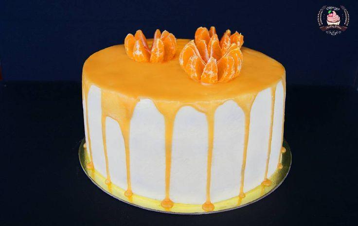 До нового года осталось еще 65 дней 🍷🎄🍊 а праздничное настроение уже сейчас поможет создать неповторимое сочетание мандаринов, персиков, ванильного бисквита и карамельной глазури 👩🍳️