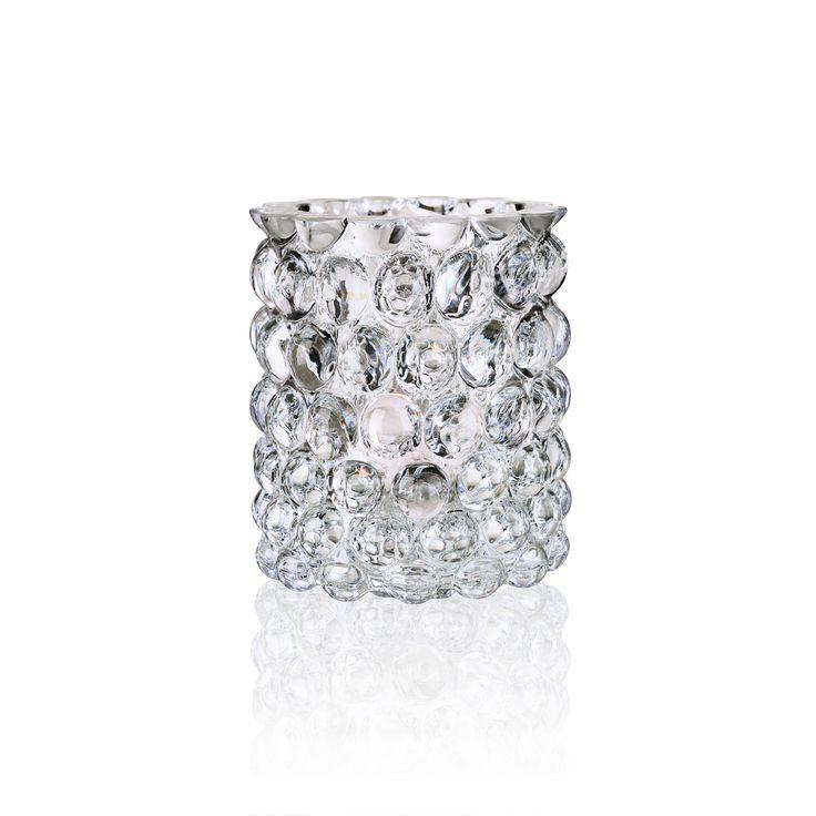 Hurricane Lamp Boule, ljuslykta från Skogsberg&Smart. Hurricane Boule är tillverkad i handblåst glas, och strukturen i lyktans glas avger ett vackert dynamiskt sken.