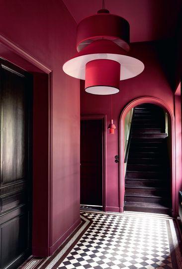 Une entrée qui n'a pas peur de la couleur - Une maison singulière à une heure de Paris - CôtéMaison.fr