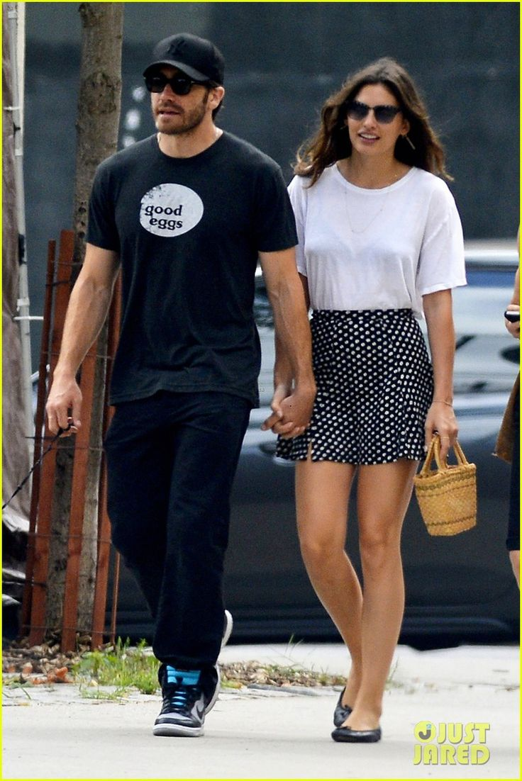 Jake Gyllenhaal and his new girlfriend Alyssa Miller hold hands while spending the afternoon together on Sunday (July 14) in New York City.