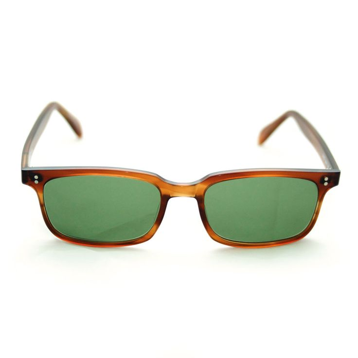 Occhiale da sole DAVID by David Marc in acetato di cellulosa lavorato interamente a mano in Italia. Lenti da sole zeiss per un eccellente qualità ottica. Il mood è vintage e ricorda gli occhiali americani anni 50.