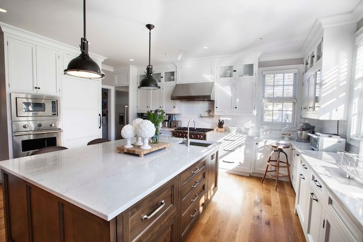 Best Beautiful Shaker Kitchen Features White Perimeter Cabinets 400 x 300