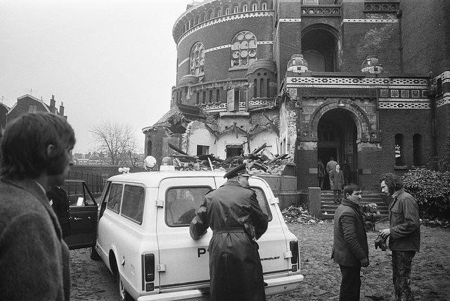 19 januari 1972.  Protesten tegen de sloop van de Koninginnekerk  worden de kop ingedrukt.