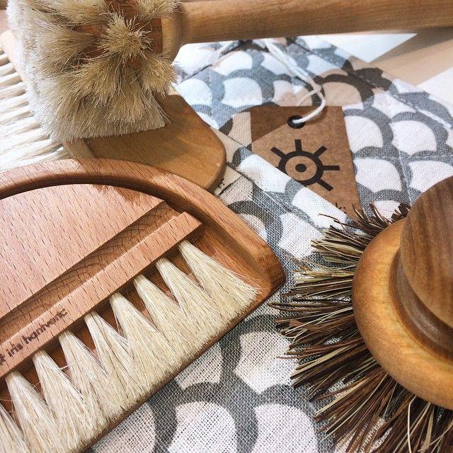Idag startar vi vår borstkampanj i butikerna! 15 % rabatt på hela borstsortimentet! Gäller t.o.m 14 juni. ( Gäller även i vår webshop www.irishantverk.se) #irishantverk #borstar #brushes #handicraft #handmade #swedishdesign #kampanj