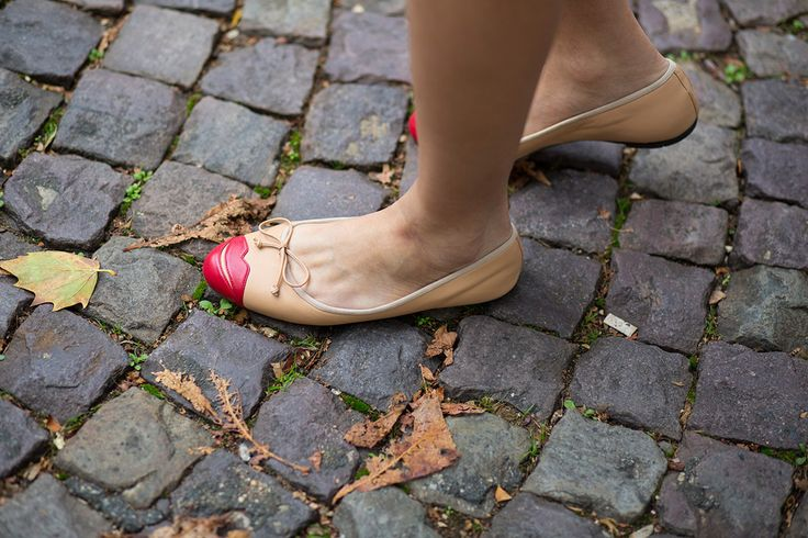 SS16 Streetstyle details Nude Ballerina flat shoes  red lips nude bow so cute