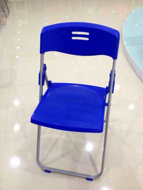 Terrific Folding Chair For Christmas And New Years Day Preferential Theyellowbook Wood Chair Design Ideas Theyellowbookinfo
