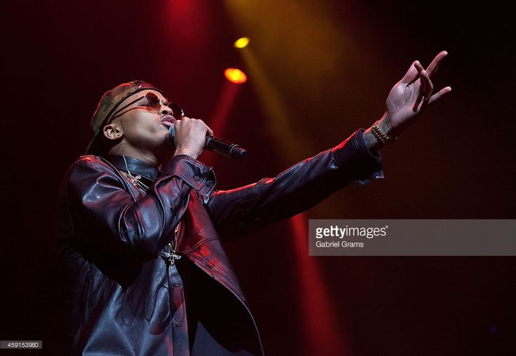 August Alsina performs at United Center on November 17, 2014 in Chicago, Illinois.