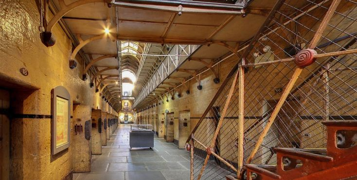 Wander through the Australian Gaol where legendary bushranger Ned Kelly was hanged. Click pic for virtual tour.