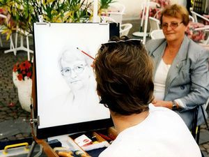 Почитайте! Какой рассказ! Потрясающий, исцеляющий! Художником он стал просто потому, что после школы надо было куда-то поступать. Он знал, что работа должна приносить удовольствие, а ему нравилось рисовать – так и был сделан выбор: он поступил в художественное училище.