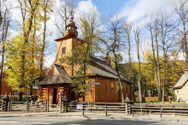 Małopolska - zakopiańskie wille - Turystyka - WP.PL Kościół Matki Bożej Częstochowskiej w Zakopanem (fot. marekusz / Shutterstock.com)