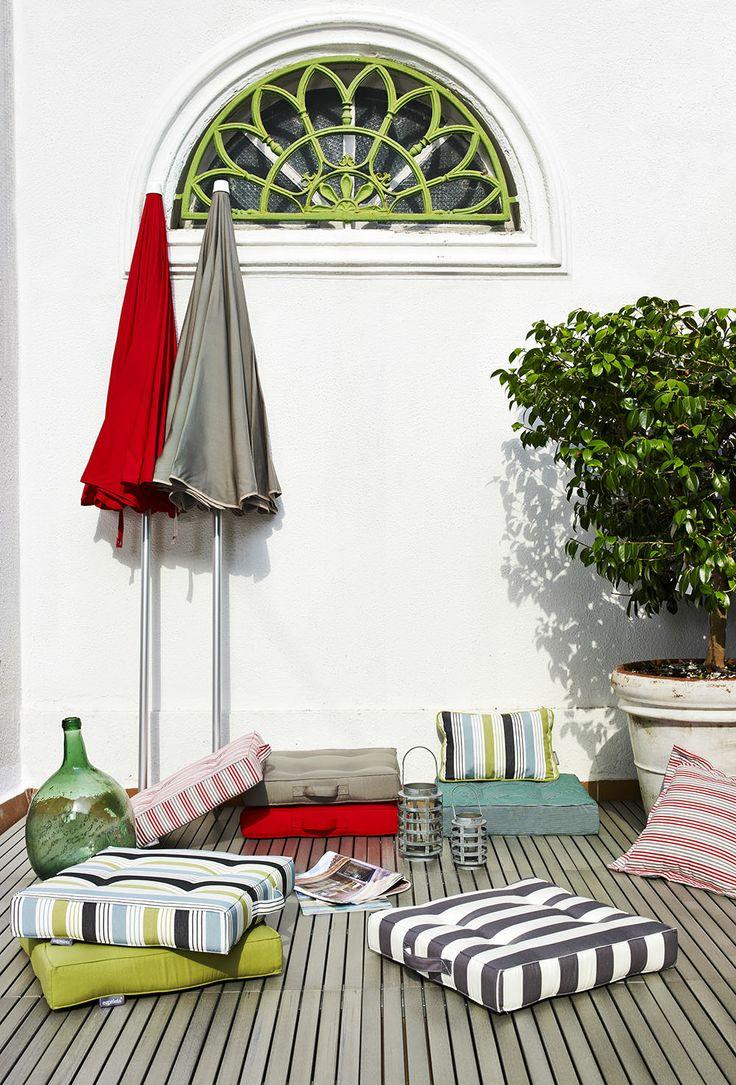 Ezpeleta Garden www.ezpeleta.com #sun #jardin #garden #sol #verano #decoración #cojines #suelo #parasoles #terraza #portada #catalogo2014 #ezpeleta #dralon