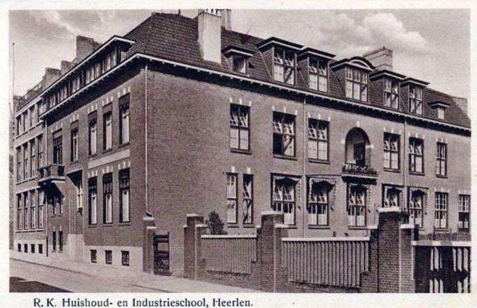 Gasthuisstraat, staat er helaas niet meer, foto van rond 1945