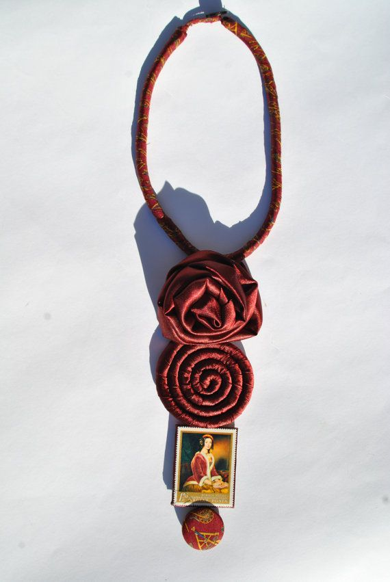 Bordeaux satin and silk lined statement necklace di comivishop