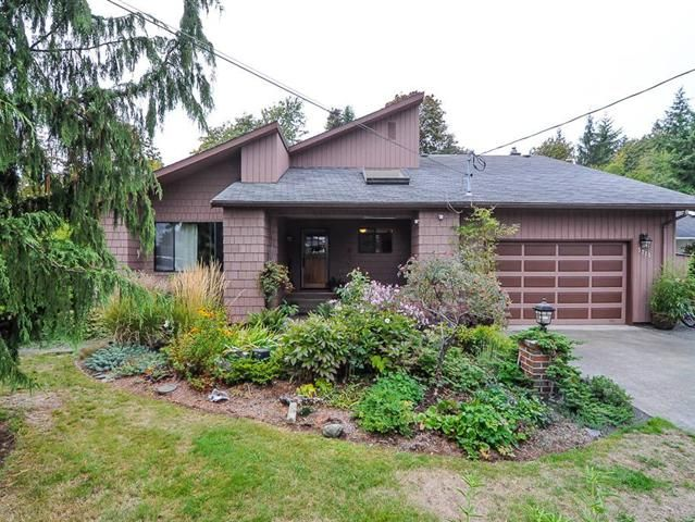 Desirable Royston rancher 5 minutes to town. This is truly a unique home offering tons of character and privacy located on a no thru road close to shopping and Royston Elementary. Call for additional details.