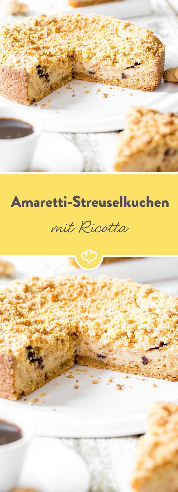 Dieser Kuchen schmeckt nach Italien. Er besteht fast nur aus zerbröselten Amarettis und wird mit Ricotta und Schokodrops gefüllt.
