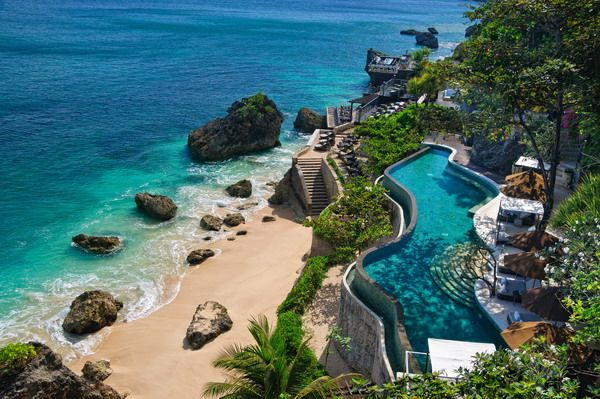 10 unbelievably spectacular clifftop hotels