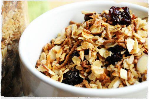 Informação Nutricional - Granola. Porção, calorias, gorduras totais, saturadas, trans, colesterol, sódio, carboidratos, fibras, açúcar, proteínas, fósforo,