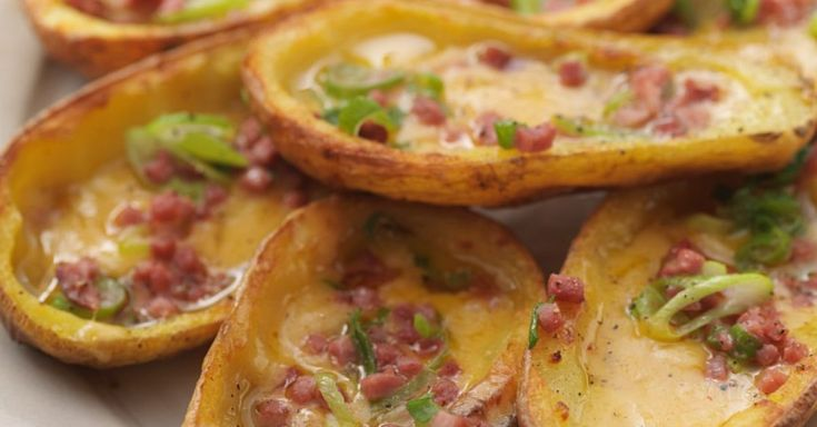 Gefüllte, gebackene Kartoffeln ist ein Rezept mit frischen Zutaten aus der Kategorie Wurzelgemüse. Probieren Sie dieses und weitere Rezepte von EAT SMARTER!
