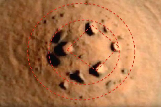 Antiga foto da NASA revela presença de 'Stonehenge marciana' ~ Sempre Questione - Últimas noticias, Ufologia, Nova Ordem Mundial, Ciência, Religião e mais.