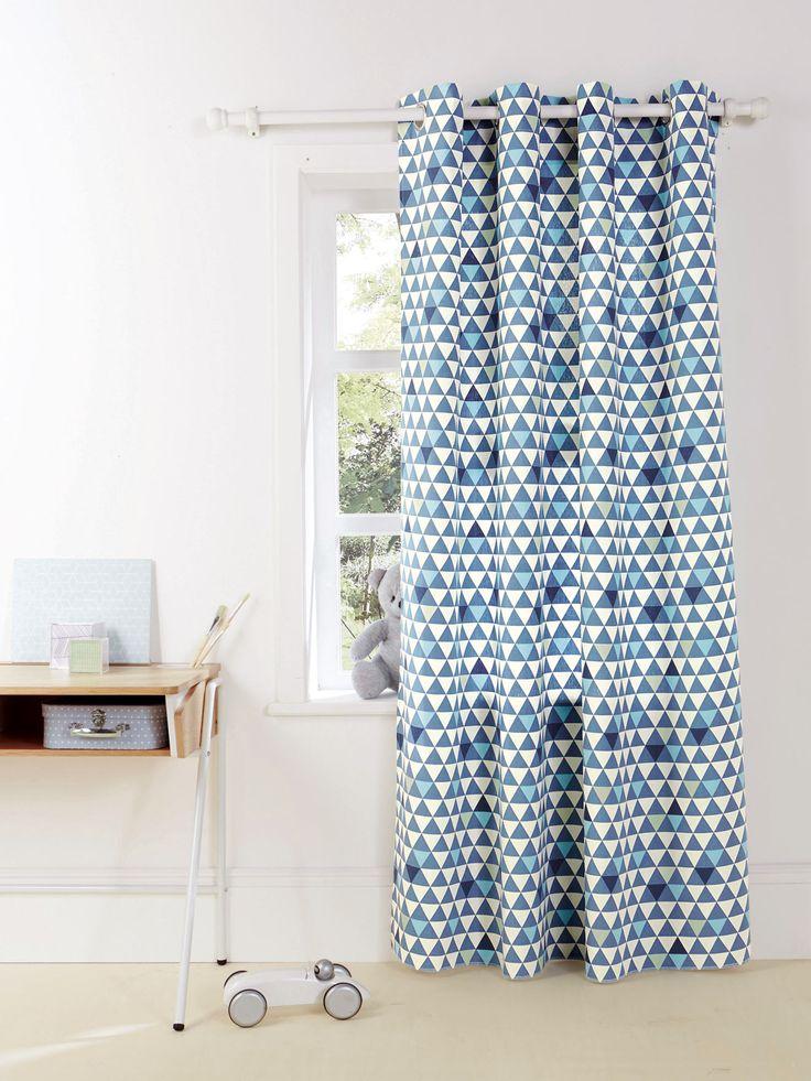 rideau enfant de qualit et tendance avec son camaeu de triangles bleus ou roses with rideaux. Black Bedroom Furniture Sets. Home Design Ideas