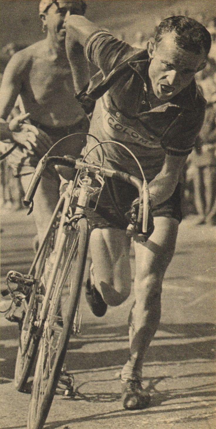 Tour de France 1952. 11^Tappa, 6 luglio. Le Bourg-d'Oisans > Sestriere. Per Jean Robic (1921-1980) inconvenienti a ripetizione lungo la salita verso Sestriere. Ma l'inseguimento a Fausto Coppi (1919-1960) non si ferma [Le Miroir des Sports. L'Histoire du Tour '52]