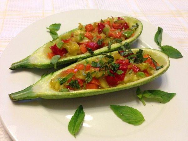 Кабачок фаршированный овощами