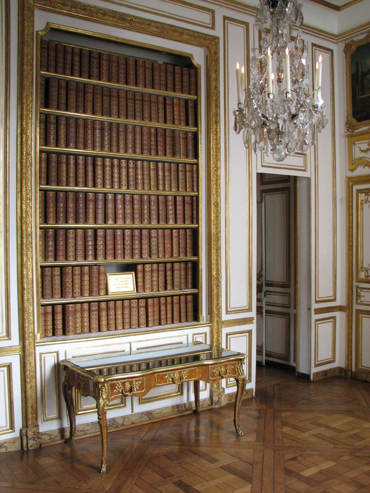 Library in the Depeche Cabinet Room inside the king's small apartment (Palace of Versailles).