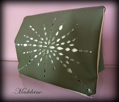 -Madeleine- / flower clutch bag