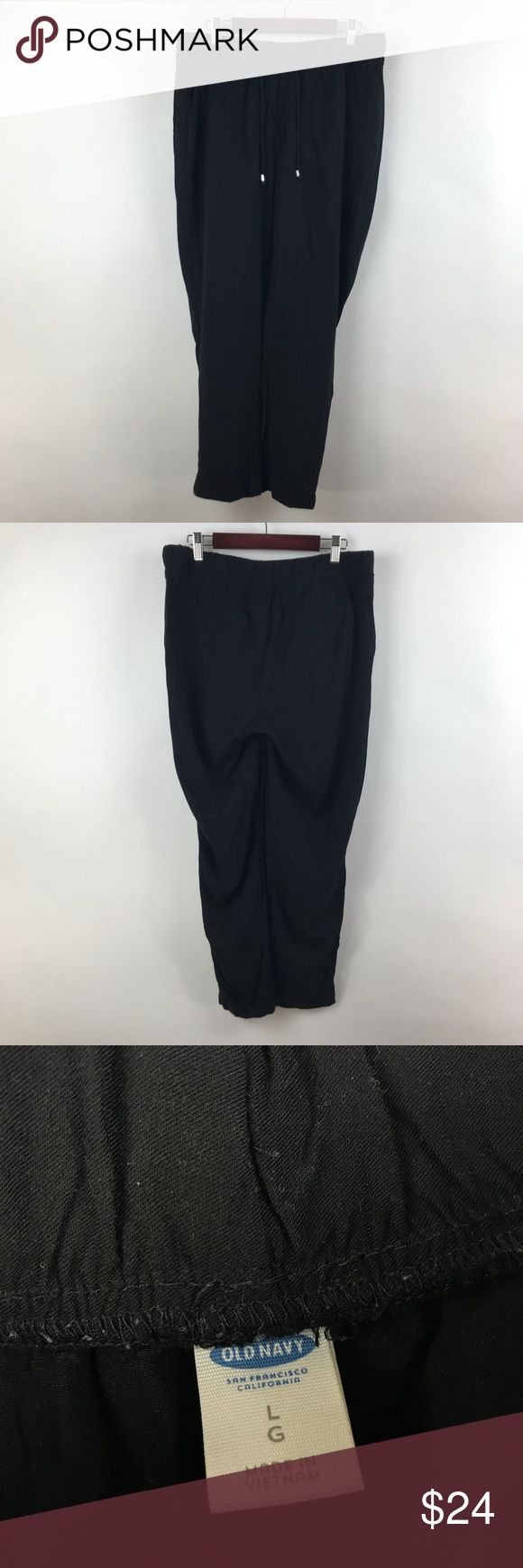 "Old Navy women's soft pants Sz L black 438 Old Navy Women's Soft Cropped Black Elastic Waist Lounge Pants Size Large   Measurements: Waist:  17""  Flat Across Has elastic for additional stretch Rise:  10""  Long Inseam:  25""  Long  In good preowned condition with no known flaws and light overall wear. Old Navy Pants Ankle & Cropped"