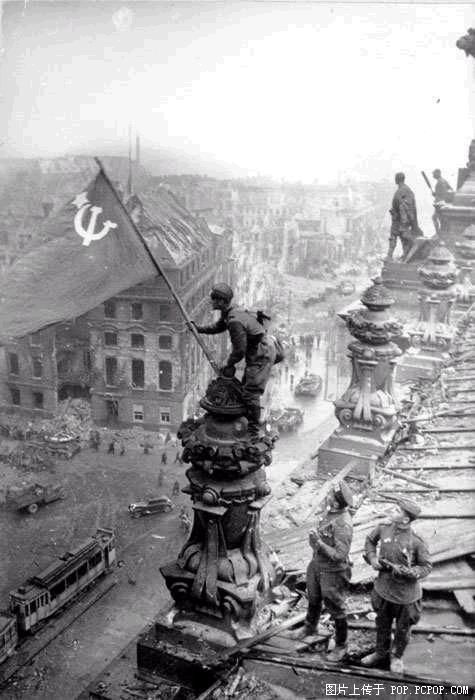 Berlin 1945 (Link to 115 pictures of Soviet Army WWII pictures.)