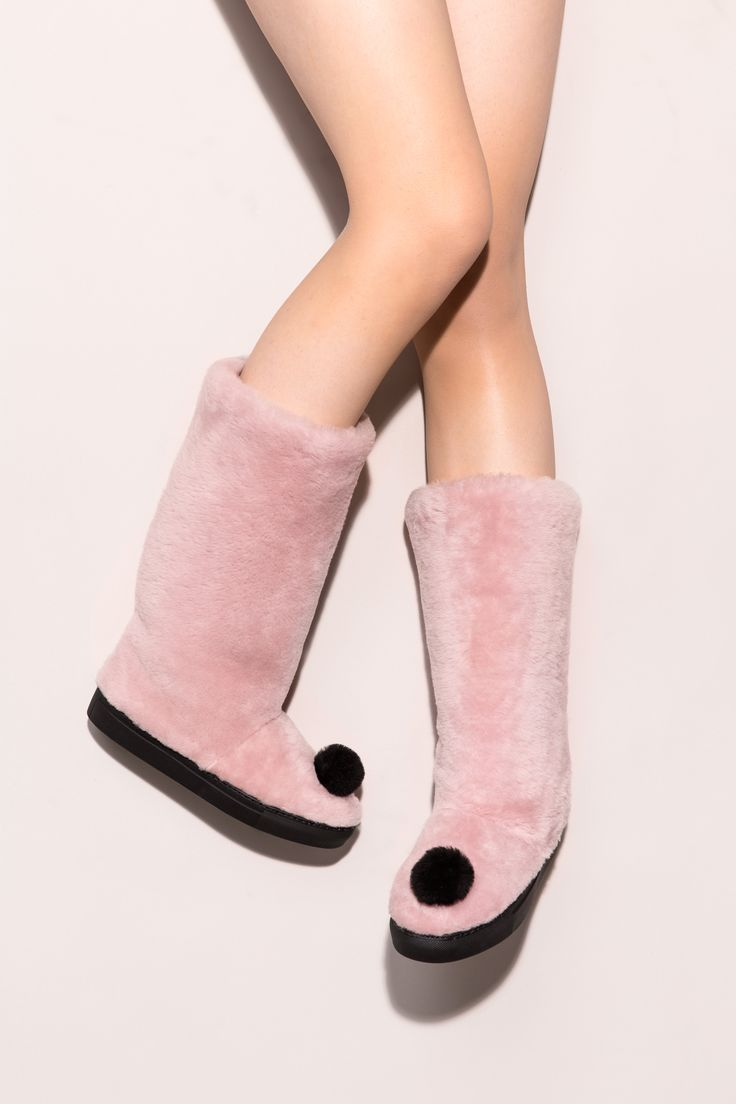 Pink it is! Roxy boots are your number one pick for the coming winter. Minna Parikka Roxy in pale pink shearling
