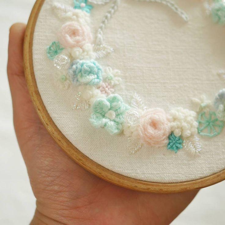 구슬이 반짝반짝💫💫 . . #꽃자수 #프랑스자수 #서양자수 #입체자수 #embroidery #woolstitch #수틀 #꽃 #자수타그램 #stitch #flower #자수 #handmade #handembroidery#리스#embroideryhoop #stitching #손자수