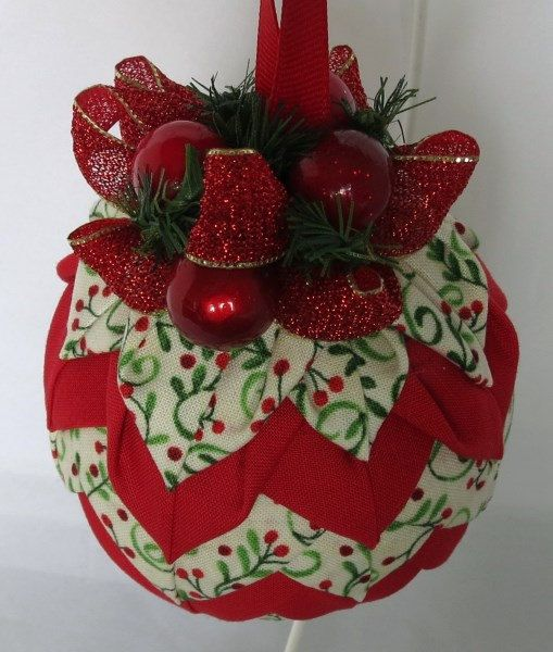Holly Berries Quilted Ornament Christmas от QuiltedKpskOrnaments