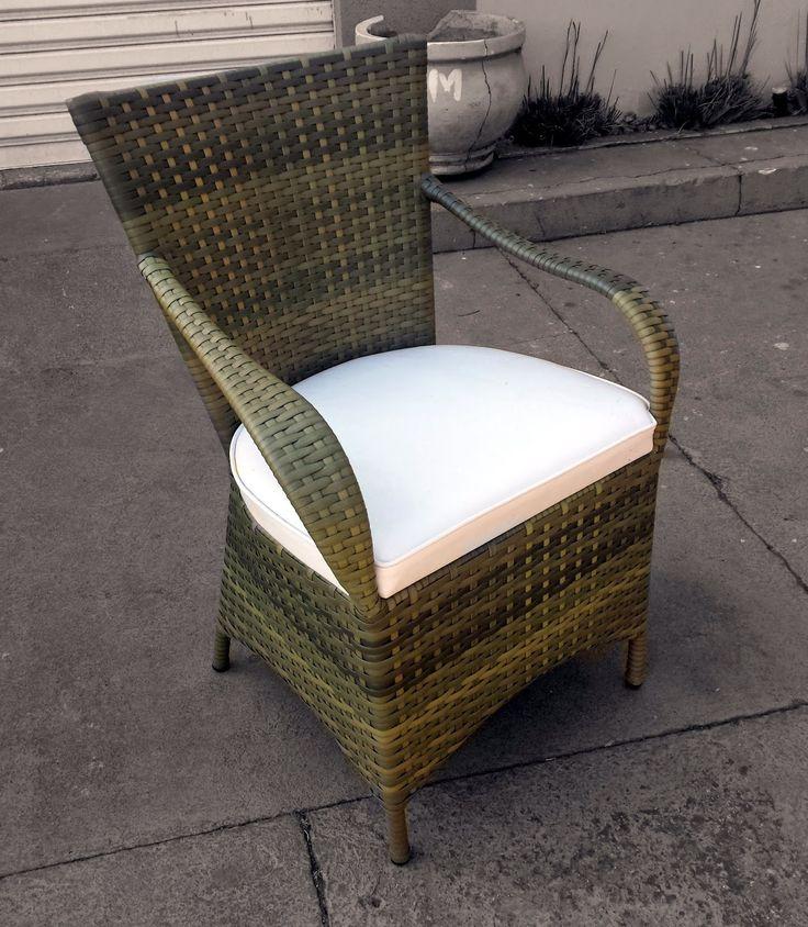 Stof Lar Decorações - Móveis em Madeira de Demolição: - Cadeiras De Junco e Aluminio