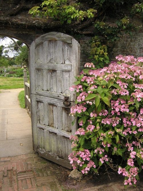 Now that's a gate. : Modern Gardens, Gardens Design Ideas, Dutch Doors, Gardens Gates, Garden Doors, Gardens Doors, Wooden Doors, Old Doors, The Secret Gardens