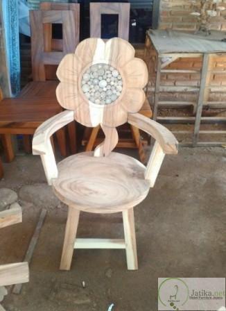 Kursi Teras Ukir Bunga Cantik dibuat dengan desain unik pada sandaran Kursi dibuat dengan ukiran berbentuk bunga cantik . Rp 1.700.000