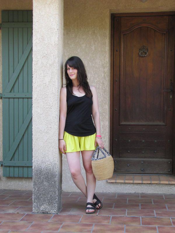 Léa de @lea_tlbg (look Citron Vert) | Je veux la même : http://www.birkenstock-france.com/sandales-birkenstock/modeles-arizona.html | #Birkenstock #Arizona #Noir