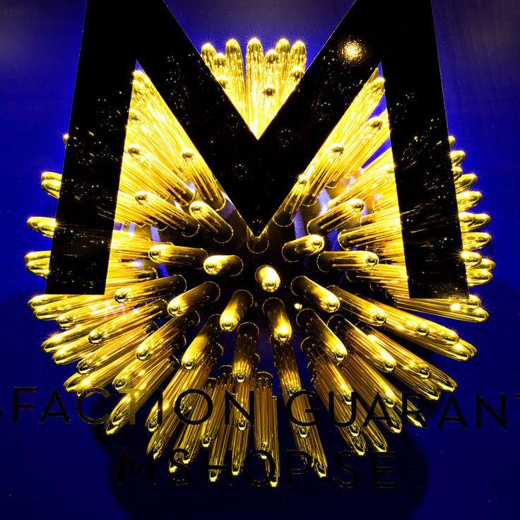 Mshop golden sun windows - concept, design & installation by Paper Beat Rock #paperbeatrock #pbr #designbureau #copenhagen #mshop #sexshop #retailer #concept #design #window #installation #display #flagshipstore #gold #graphic #branding