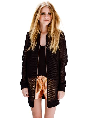 Lange, zwarte mesh-bomber designed by This is Lily