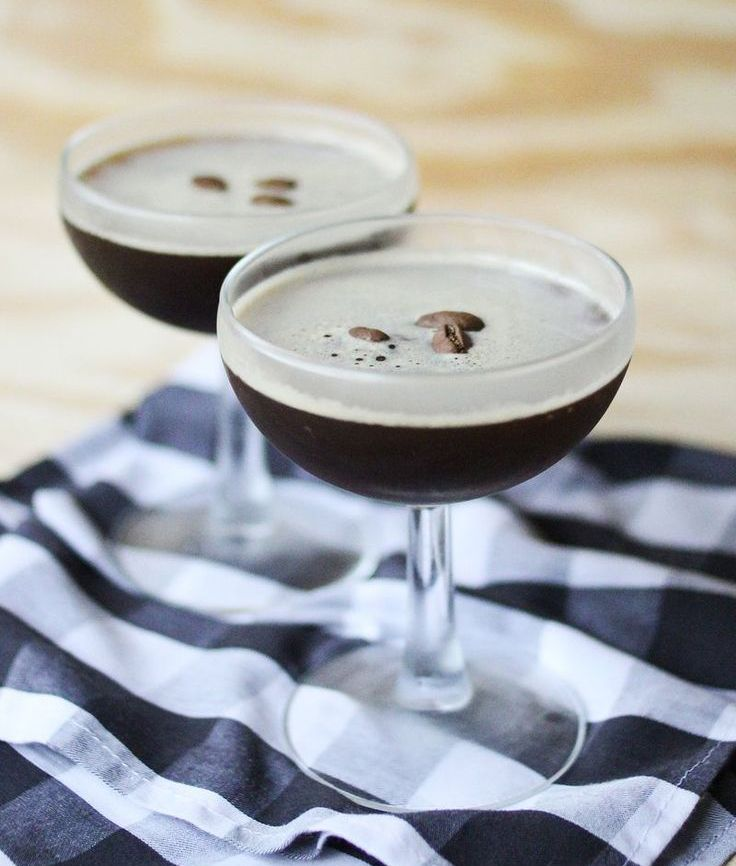 An espresso martini, or any sort of coffee cocktail, is just what the doctor ordered when treating a case of It's Friday Night and I'm Ready to Partaaaayyy Fever. Need a recipe? Here's how to make the best espresso martini EVER!