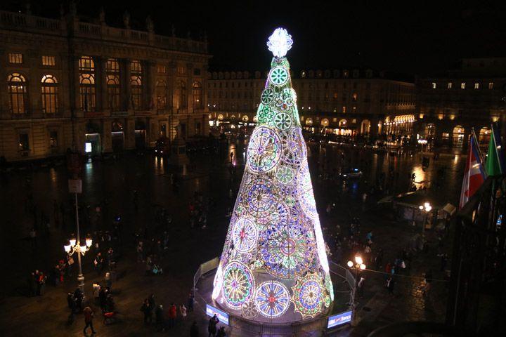 Con l'accensione dell'Albero in Piazza Castello ha preso il via 'A Torino un Natale coi Fiocchi'