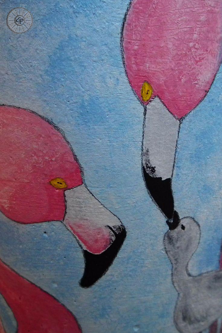 Tegola moderna in terracotta, tagliata e dipinta a mano.  Lampada, Abat-jour. Base legno. Fenicotteri rosa.  TerraIncantada, creazioni made in Sardinia.