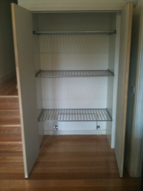 drying cupboard for laundry, with a central heating duct at the base and vent at the top
