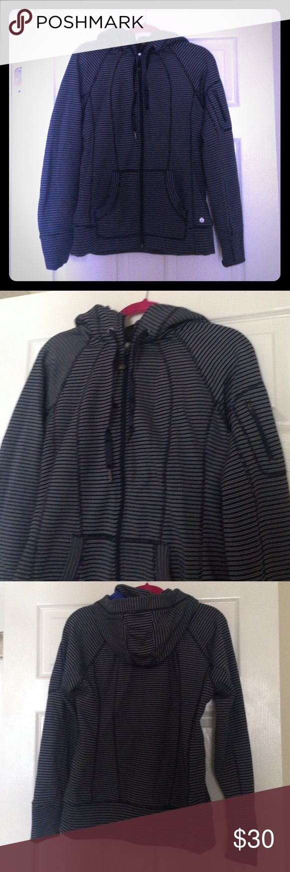 90 degrees yoga coat large Super nice yoga coat , fleece lined size large navy stripes, I got a ton of compliments of this jacket 90 degrees Tops Sweatshirts & Hoodies