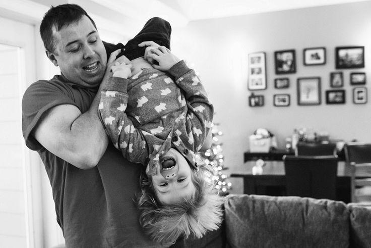 Documentary family photography at home with Lara Eichhorn Photography