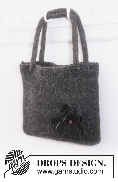 """DROPS Extra 0-8 - Felted DROPS bag in """"Alaska"""" with flower - Free pattern by DROPS Design"""