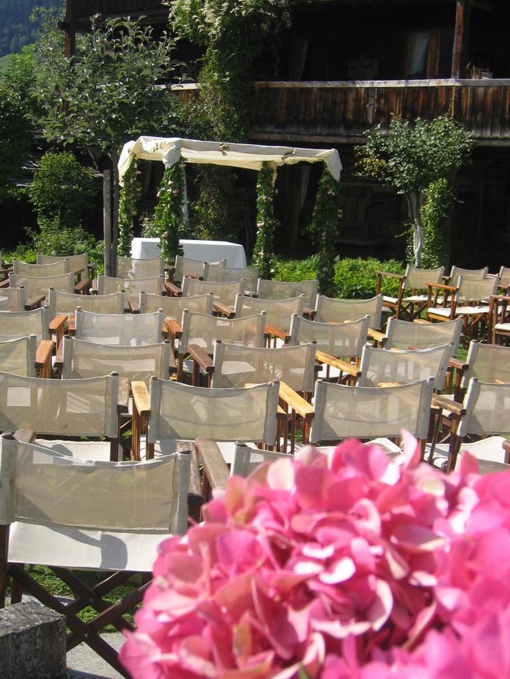 Les Fermes de Marie, Megève // Cérémonie en extérieur - Open-air ceremony                       http://en.maisons-hotels-sibuet.com/1168-weddings.htm