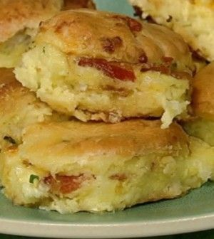 CLINTON KELLY Bacon Egg & Cheese Biscuit Casserole - Chew Recipes