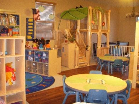 Playgroup room designs for brainy child: Imaginative playgroup room designs with toy house