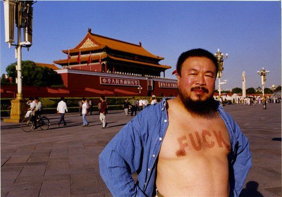 """""""Este pueblo es conocido por su capacidad de hacer algo falso barato. Productos 'Made in China' ahora llenan los hogares de todo el mundo. Pero nuestro país gigante tiene un pequeño problema, no podemos fabricar la felicidad de nuestro pueblo"""". Ai WeiWeiUna de las características principales de muchos artistas ha sido -y seguirá siendo- su …"""